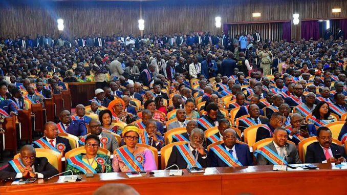 Assemblée nationale : « il existe un groupe WhatsApp des députés de père et  de mère (Nsingi Pululu) - Actu RDC